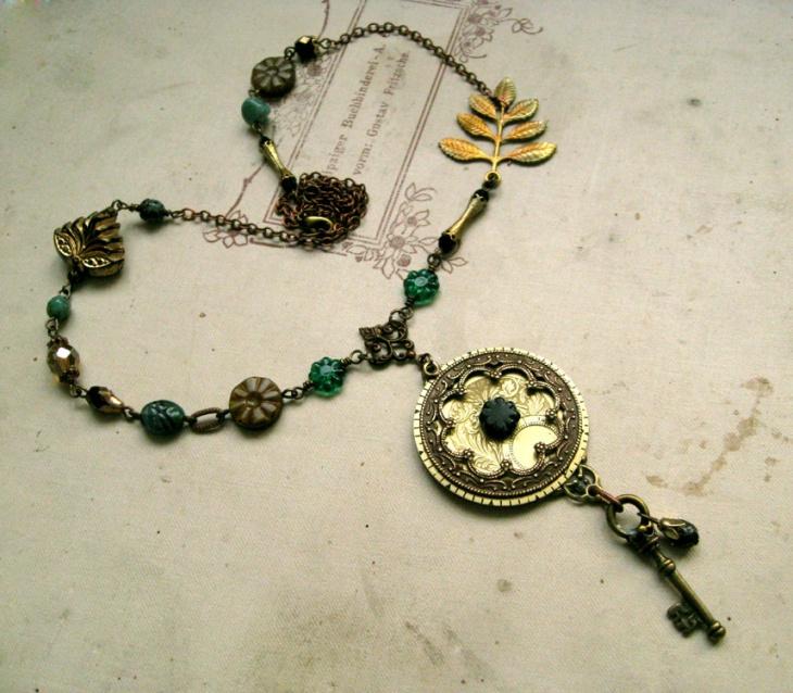 emerald key necklace design