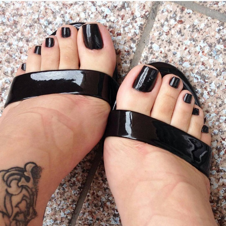 Black Arcylic Toe Nail Design