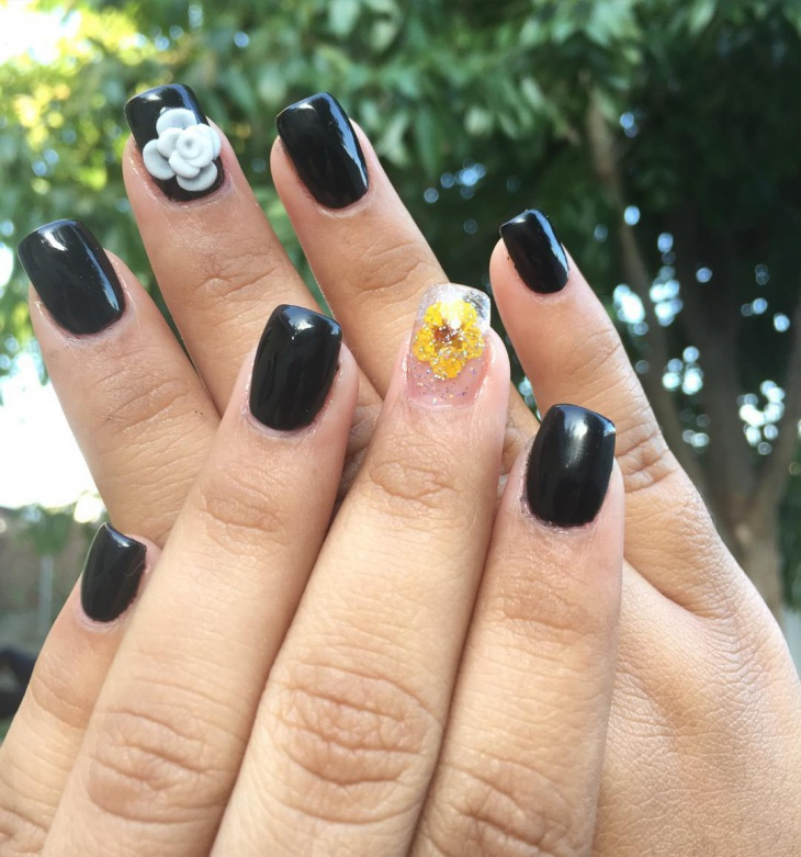 black acrylic flower nail art