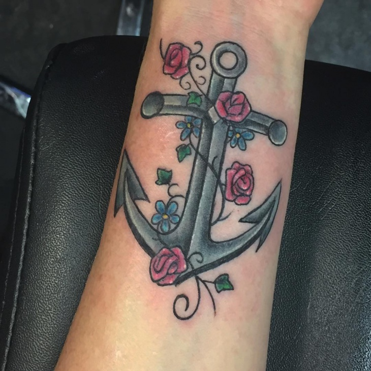 traditional anchor tattoo design for women
