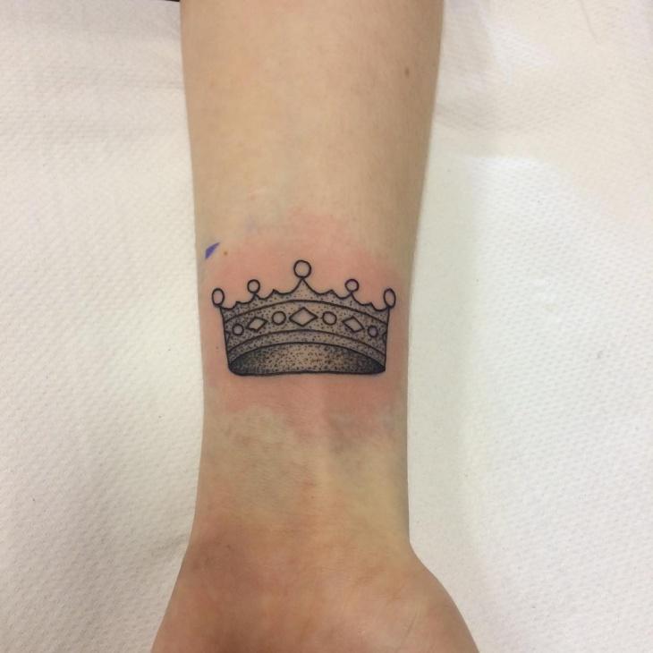 black Work Crown tattoo design