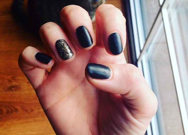 Short Black Glitter Nail Design