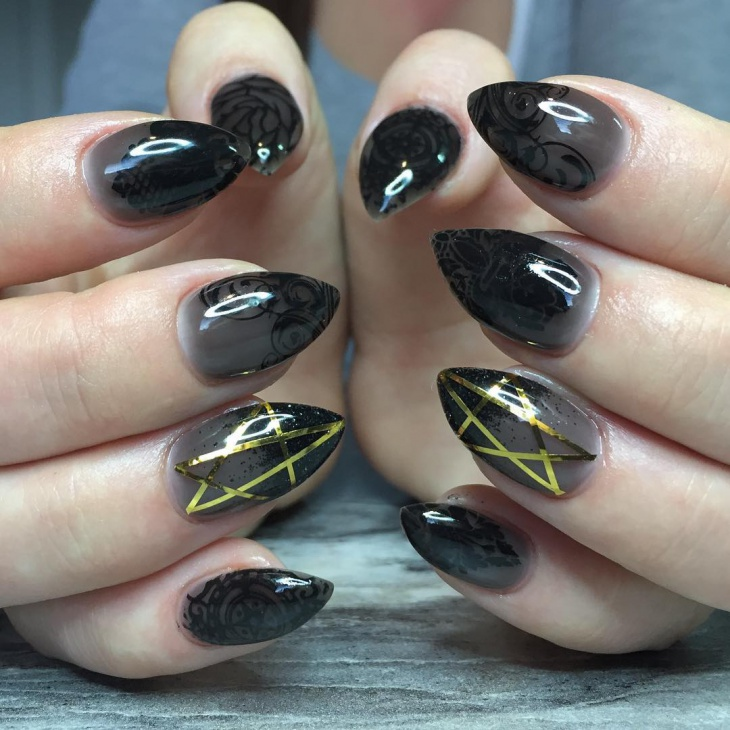 Black Poiny Lace Nail Design