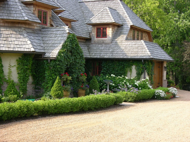 traditional home landscape design