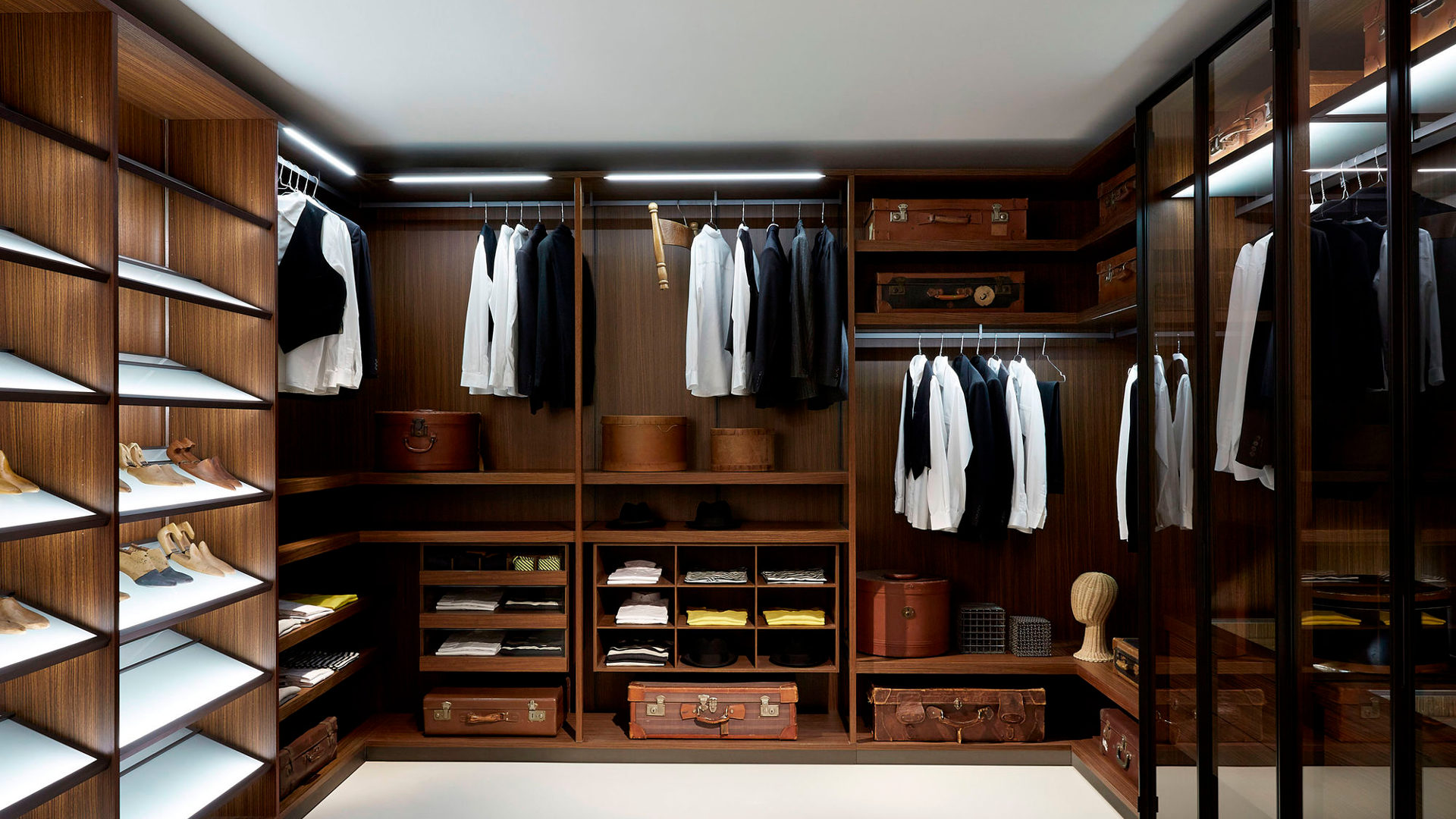 Top 10 Walk in Closet Designs | Design Trends - Premium PSD, Vector ...