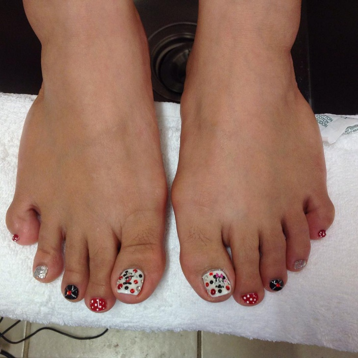 Red rhinestone toe nail design
