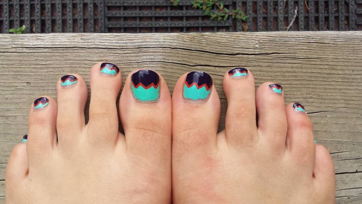 chevron summer toe nail design