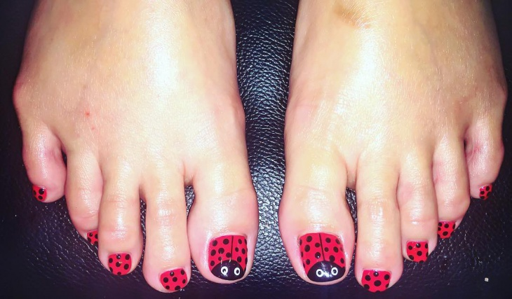 black and red ladybug toe nail art