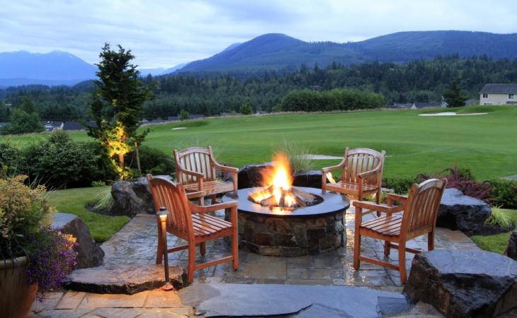 rustic backyard fire pit design