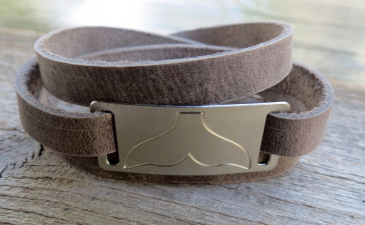 mens engravable leather jewelry design