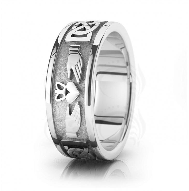 Mens Platinum Claddagh Ring