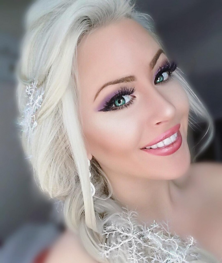 Gorgeous Elsa Makeup Idea
