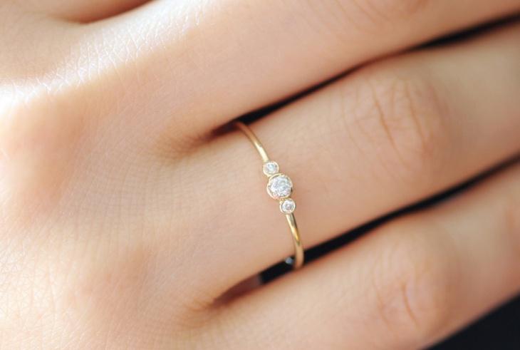 Three Stone Round Engagement Ring