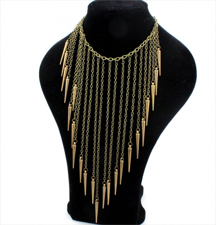 chain spike necklace