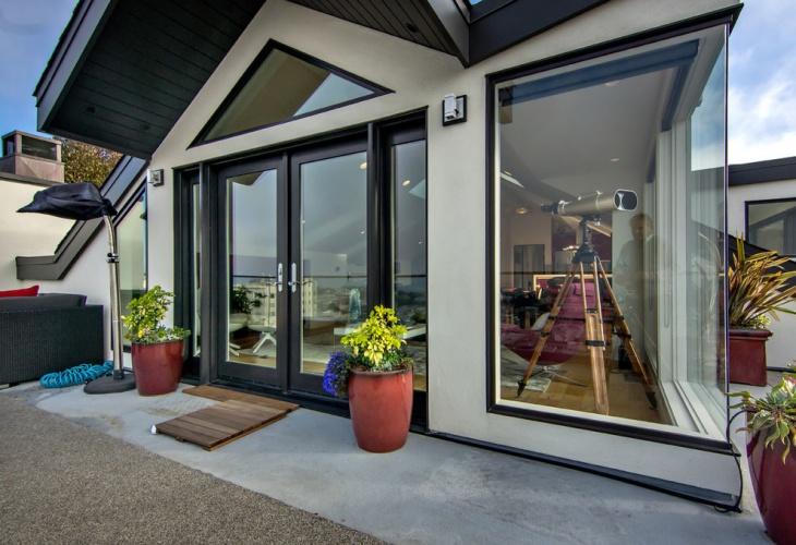 Modern Penthouse Exterior Design