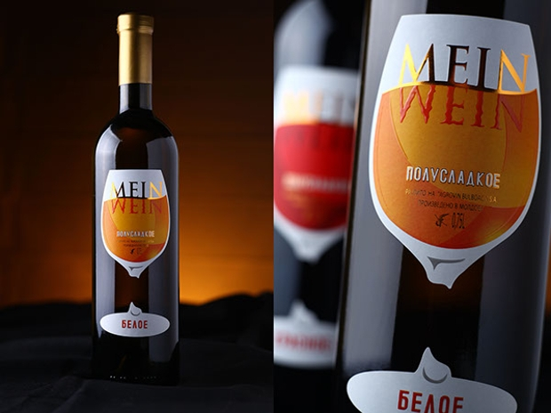 photorealistic wine label design
