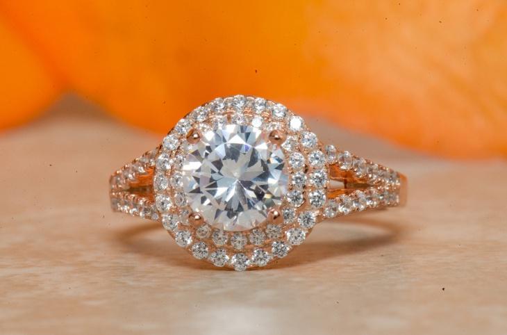 gold round wedding ring
