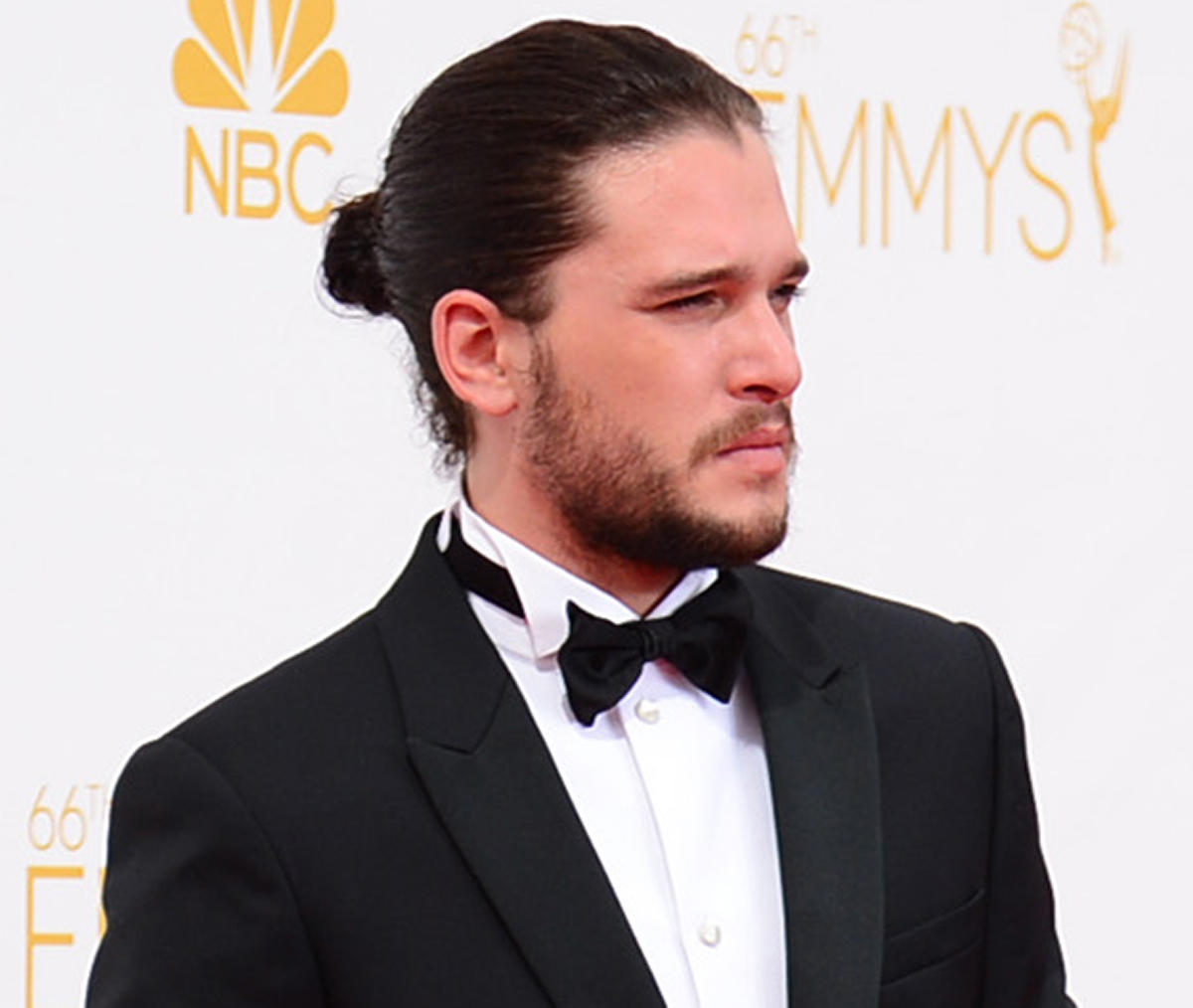 kit harington samurai bun hairstyle idea