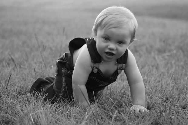 crawling baby photography idea