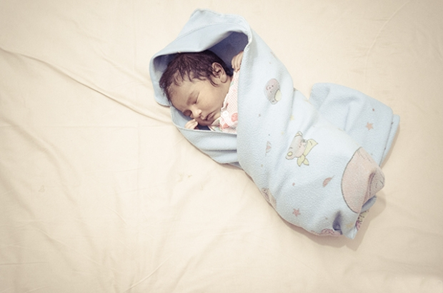 realistic newborn baby photography