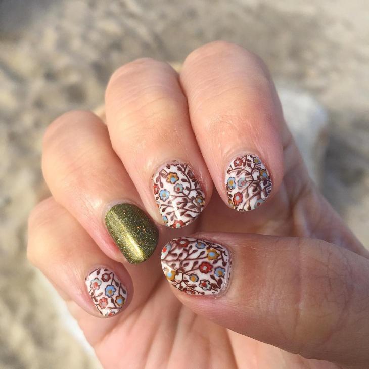 glitter floral gel nail design