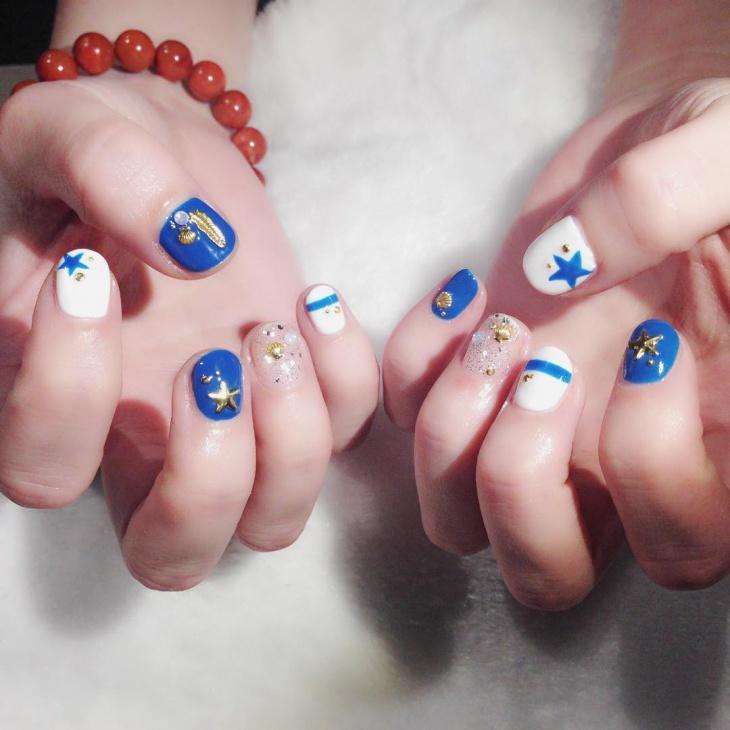 christmas holiday gel nail design