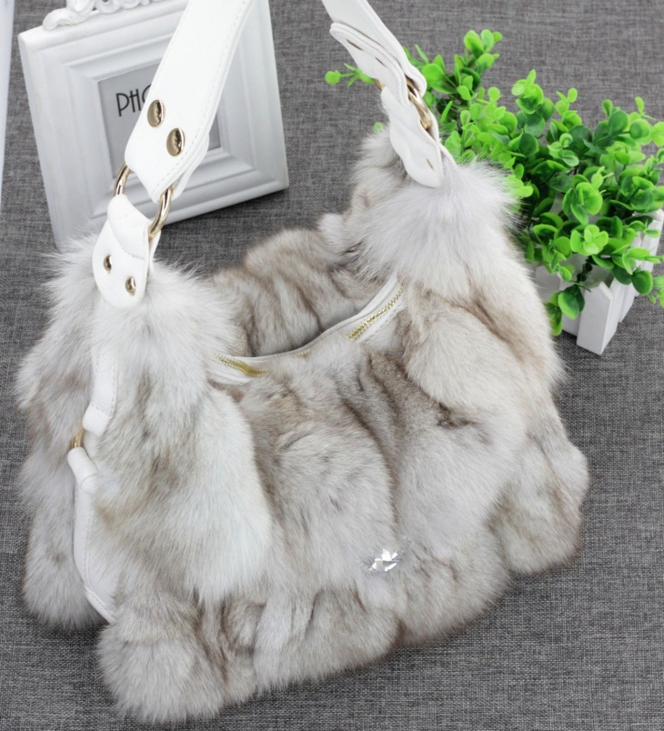 trendy fur handbag idea