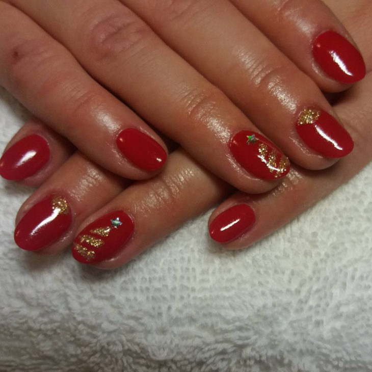 red glitter christmas nail design