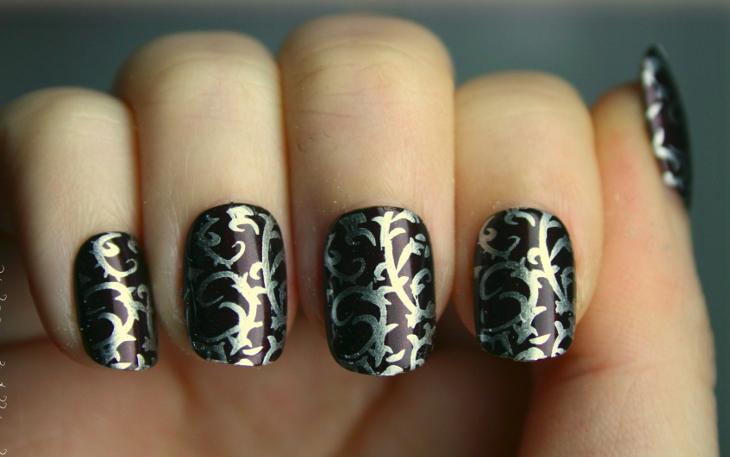 silver rhinestone baroque nails
