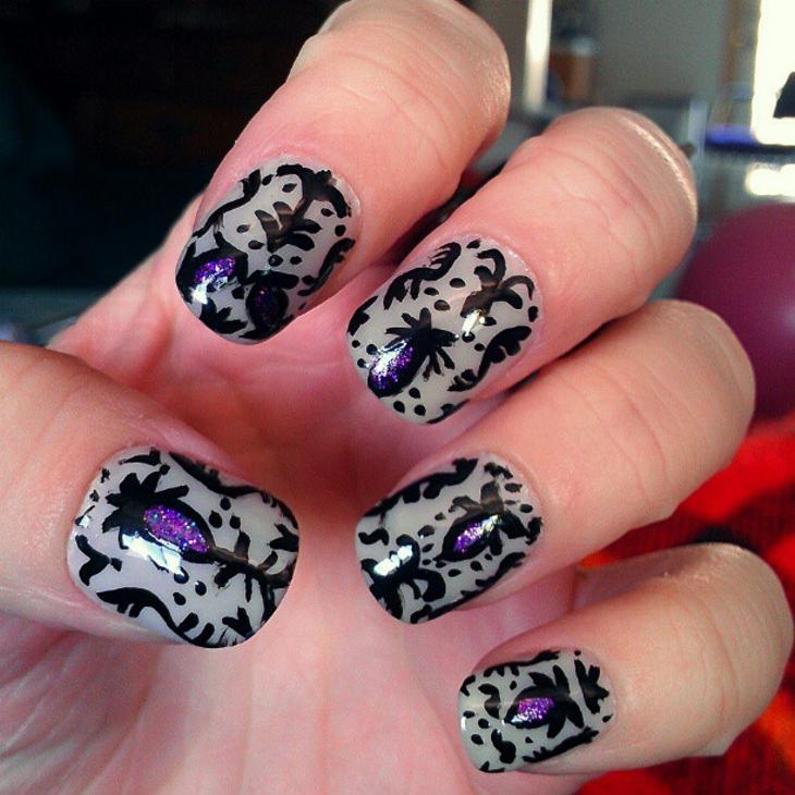gorgeous baroque nail design
