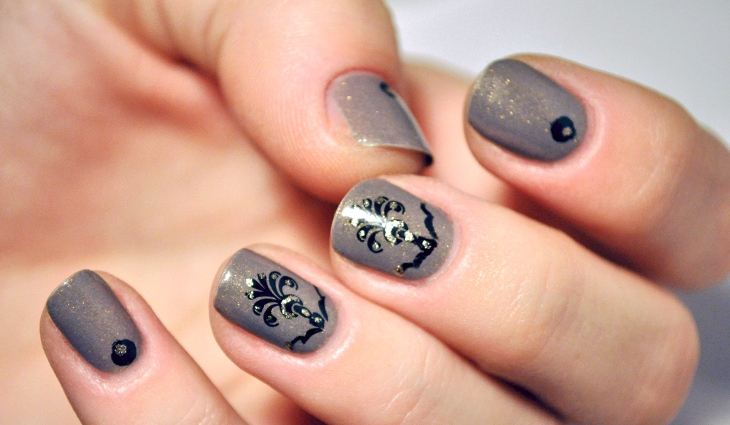 gray baroque nail design
