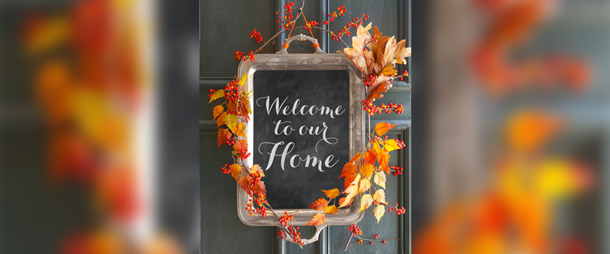 fall-wreath-welcome-sign