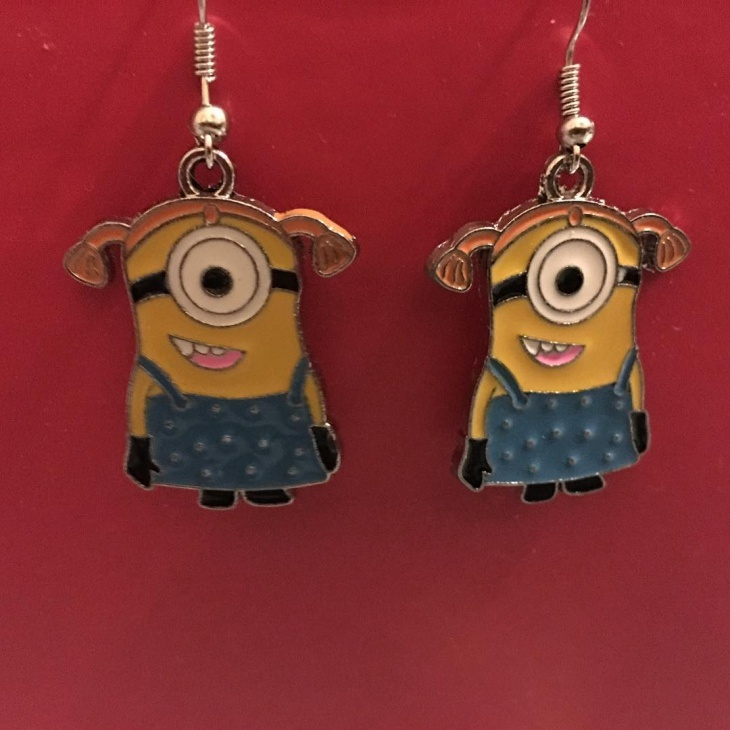 pretty minions earrings