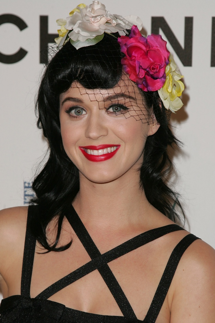 katy-perry-floral-headband-updo