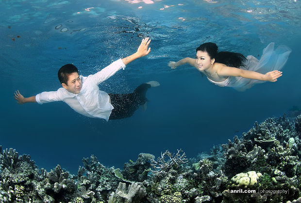 underwater pre wedding photography