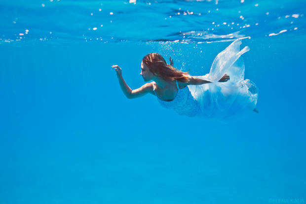 underwater woman portrait photography