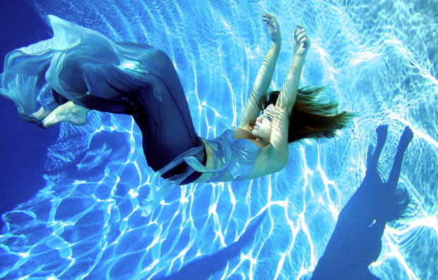 underwater fashion girl photography