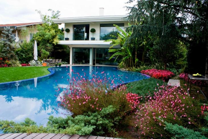 Private Garden and Swimming Pool Idea