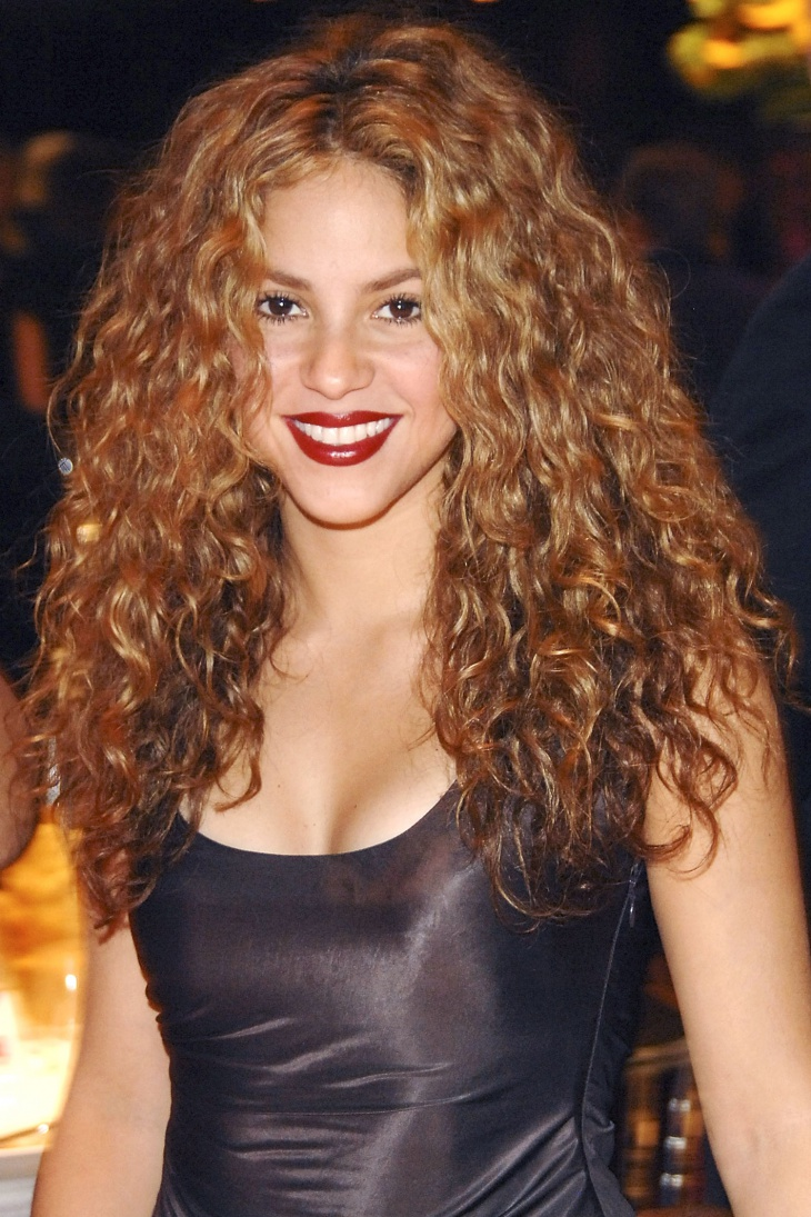 Shakira Hair Curly Fringe Hairstyle Idea