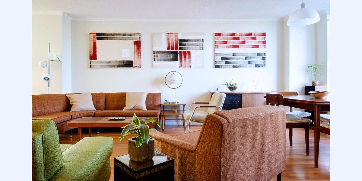 vibrant-mid-century-living-room