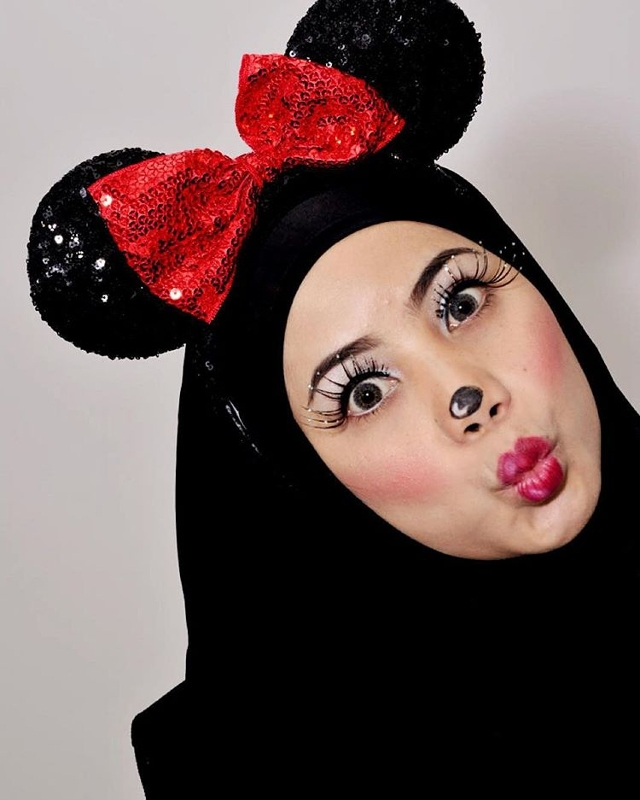 mickey mouse eye makeup