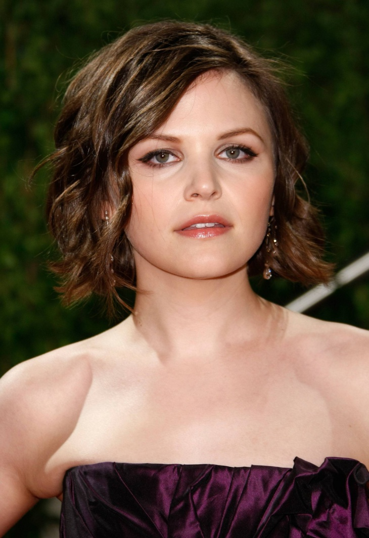 ginnifer goodwin short stacked curly bob hairstyle