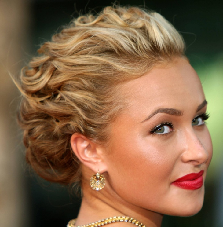 hayden panettiere short naturally curly wedding hairstyle