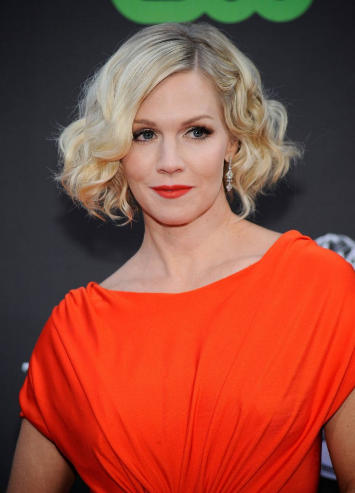 Jennie Garth Short Curly wavy Blonde Hairstyle