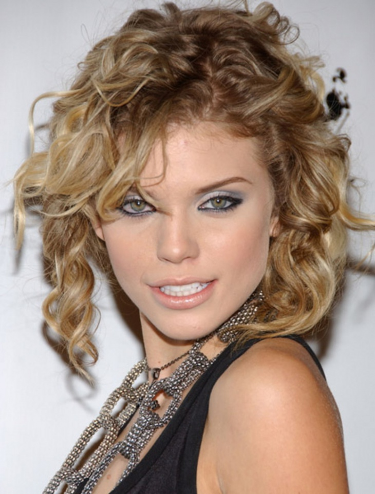 annalynne mccord short curly blonde hairstyle with bangs