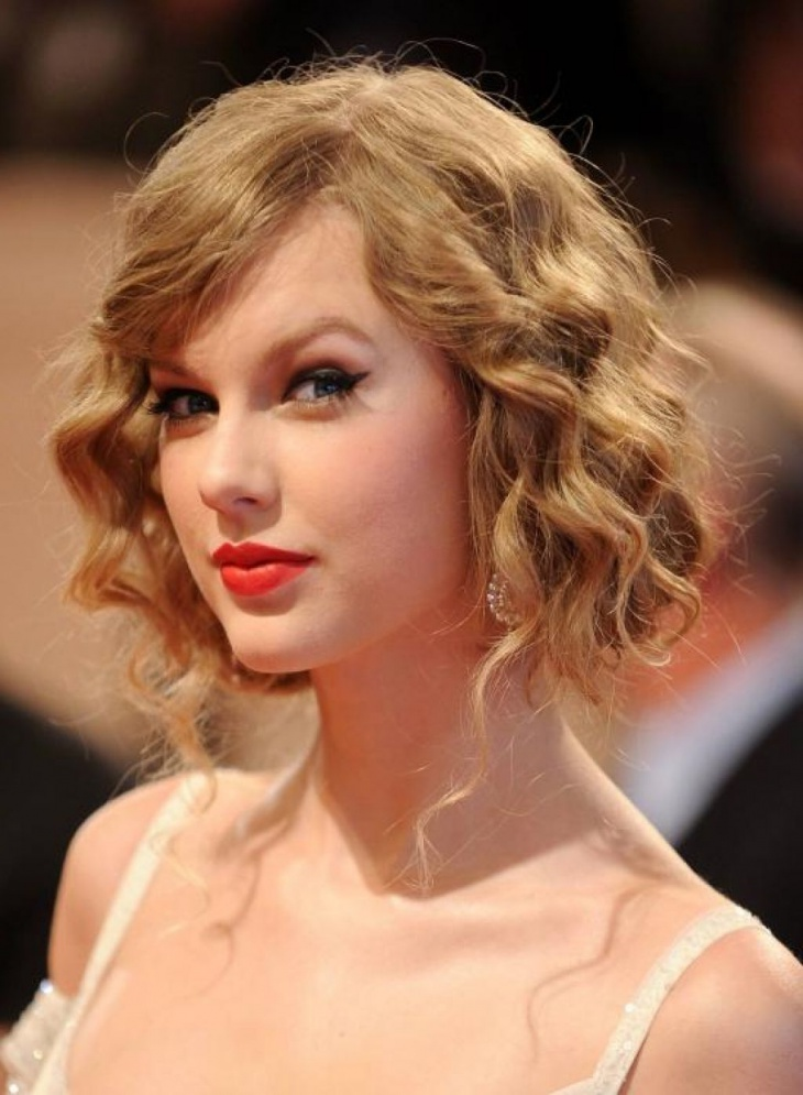 Taylor Swift Short Layered Curly Hairstyle with Bangs