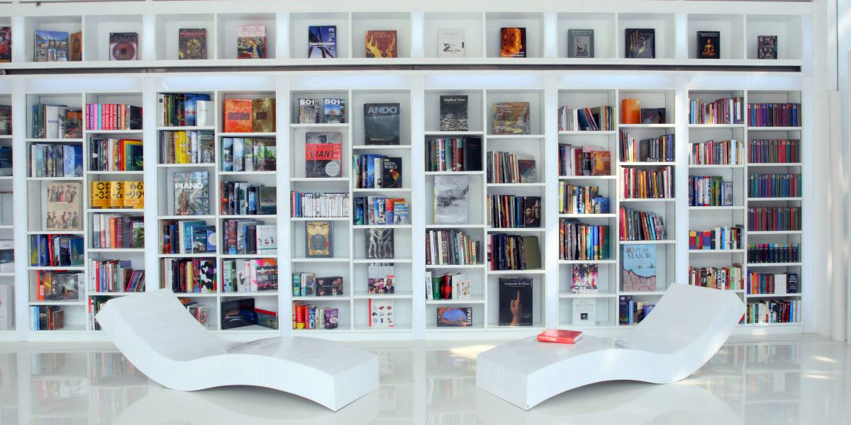 minimally-designed-lounge-chair