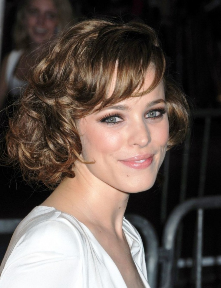rachel mcadams short curly bob haircut with bangs