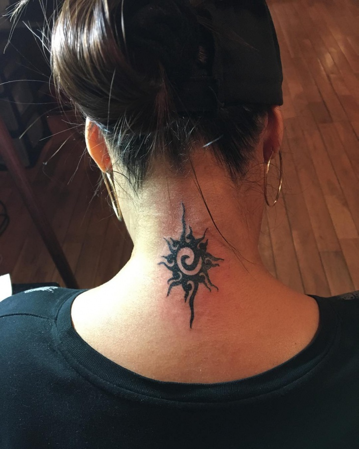 girl-tribal-neck-tattoo