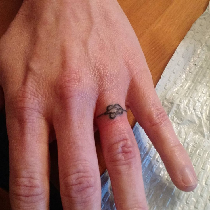 small flower ring tattoo